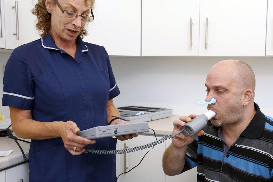 prosedur pemeriksaan spirometer